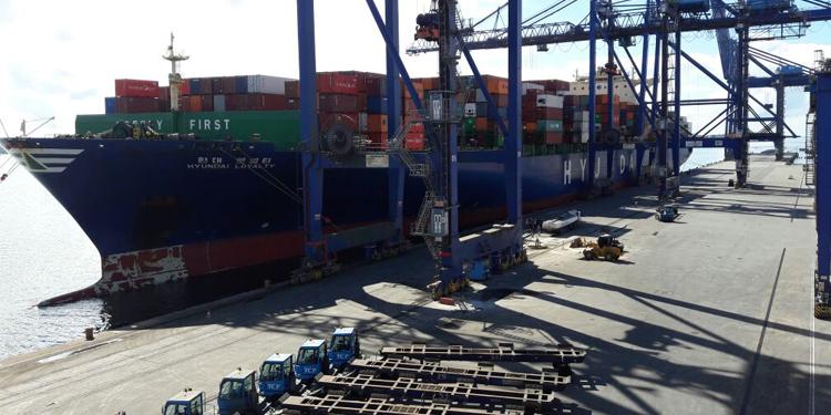 Rumo ao Uruguai, maior navio atracado na costa brasileira faz parada no terminal de paranaguá